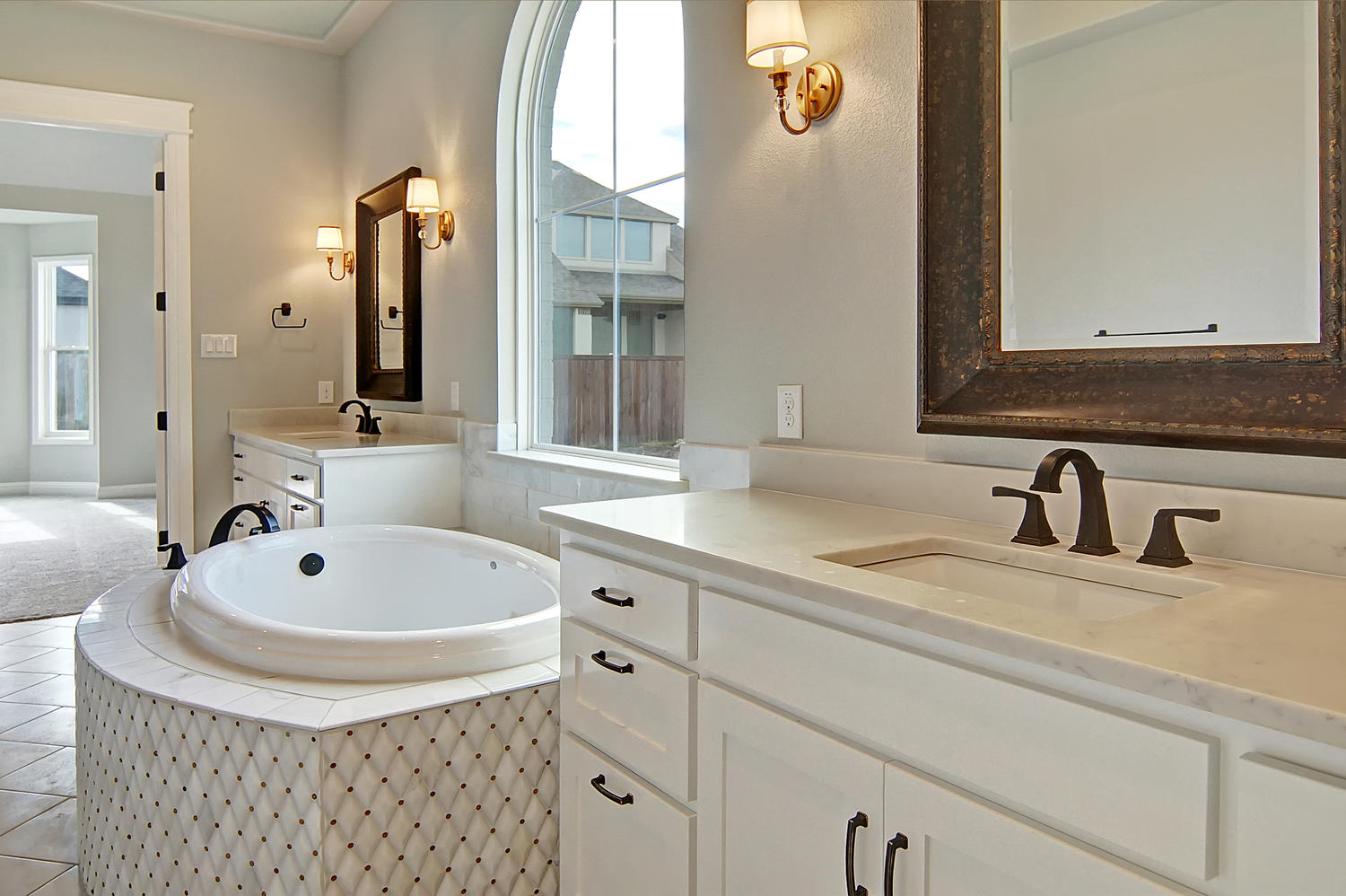 AplCreekview-large-023-17-MasterBath1-1500x999-72dpi