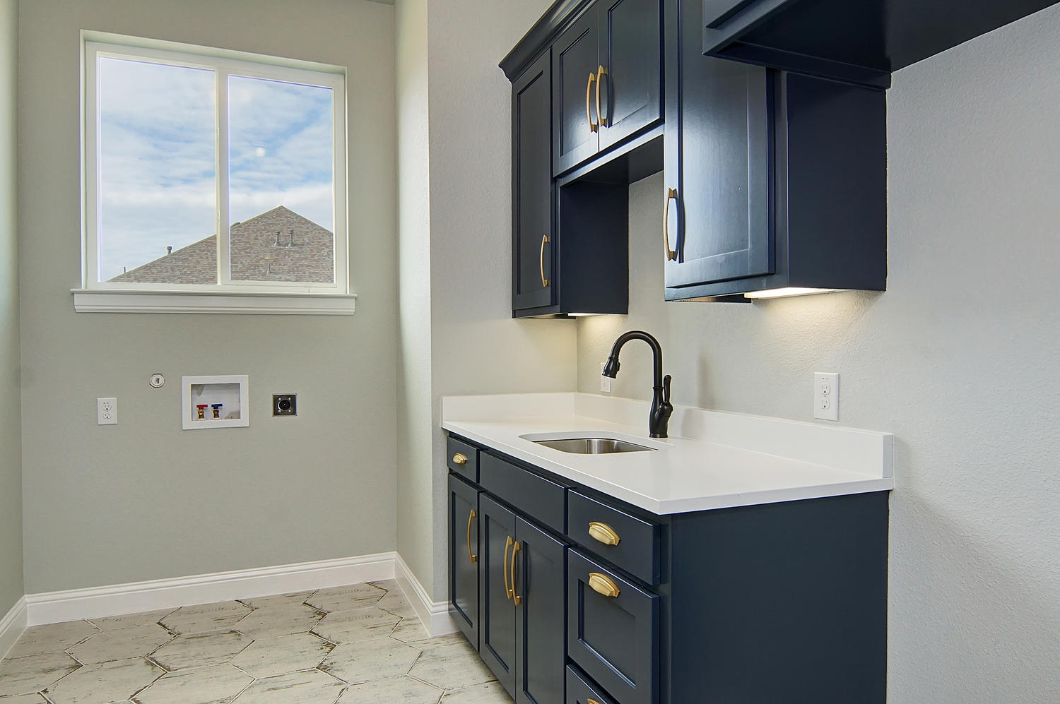 AplCreekview-large-027-14-Laundry-1500x998-72dpi